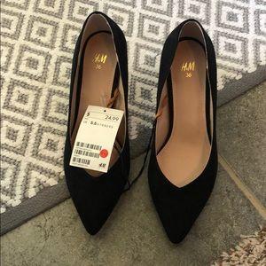 Brand new!! H&M black pumps- suede